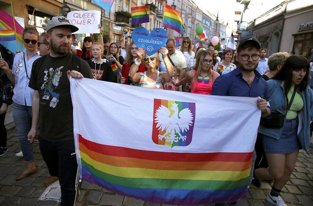Parada do Orgulho LGBTQ na Polônia em julho de 2019, poucos meses antes das eleições presidenciais que reelegeram a extrema-direita no país (Foto: Stoyan Nenov | Reuters)