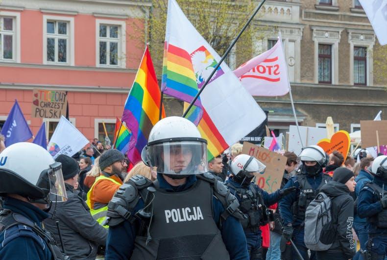 """Polônia promove campanha para país adotar """"zonas livres de LGBTs"""""""
