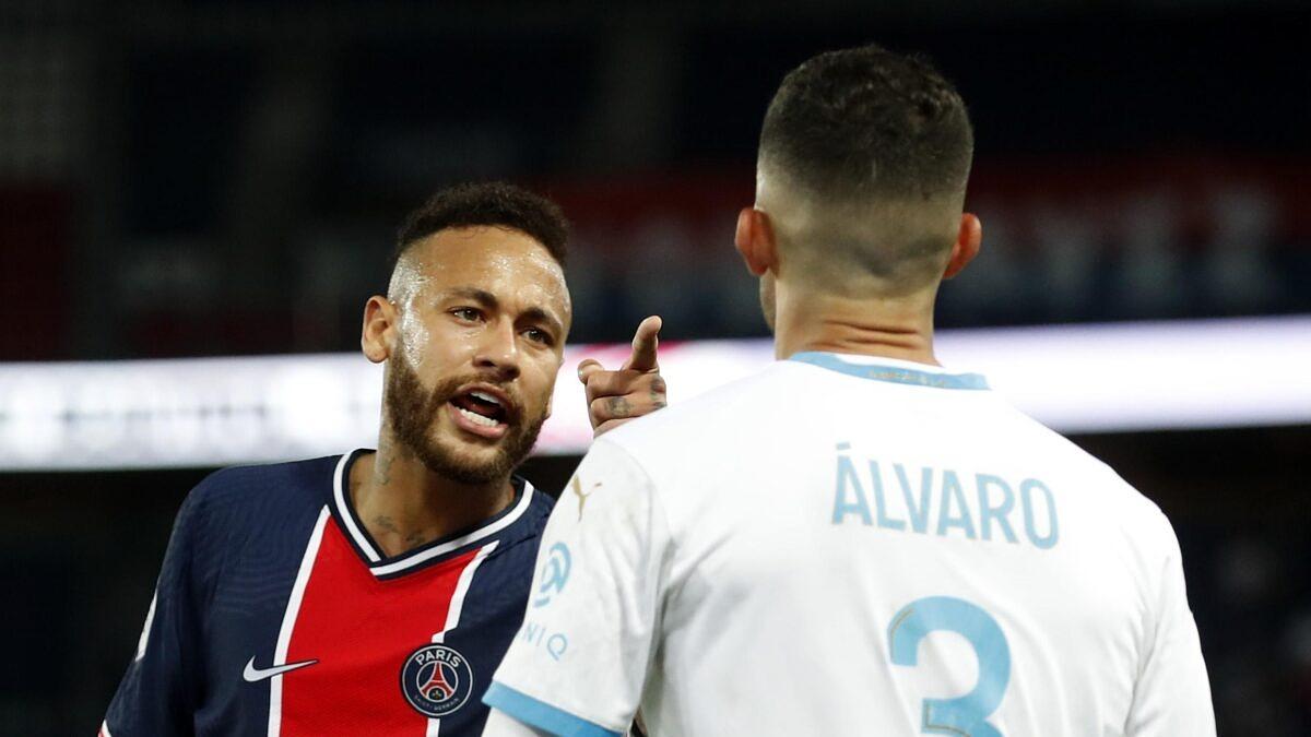 """Homofobia? Vídeo mostra que Neymar teria xingado jogador de """"viado"""""""