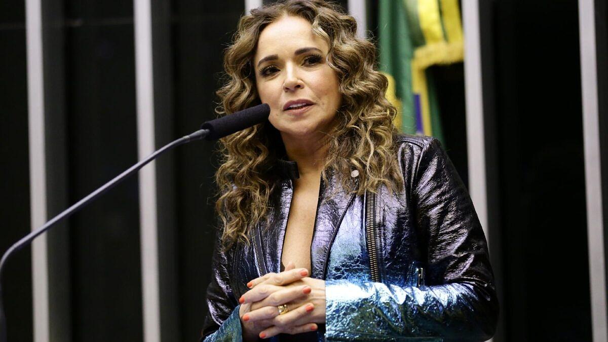 Daniela Mercury envia carta ao STF pedindo proteção de direitos LGBTI+