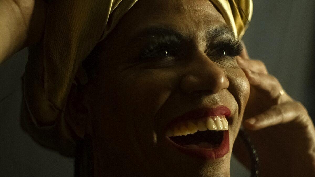 Valéria Barcellos: Cantora, preta, trans e viva (Foto: Theo Tajes | Revista Híbrida)