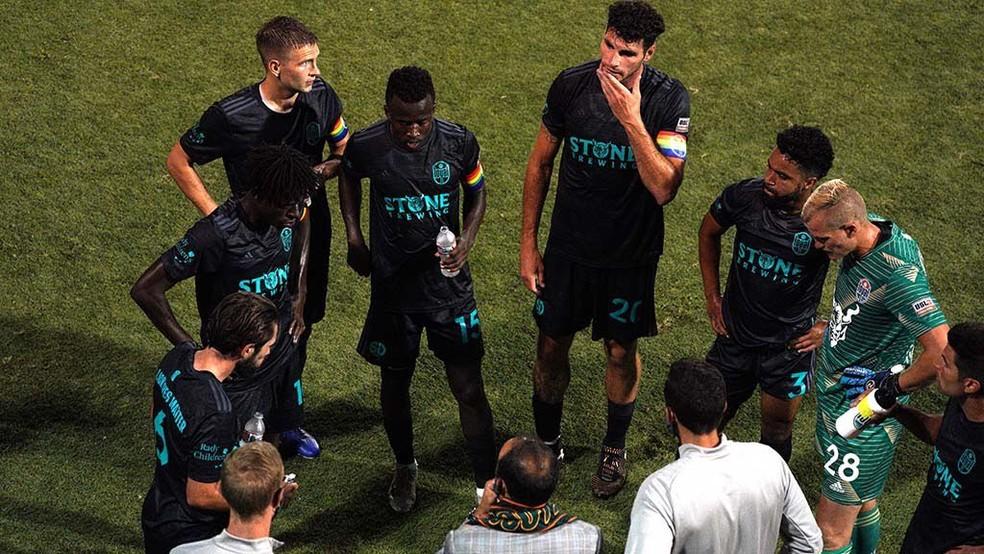 San Diego Loyal abandona partida de futebol em apoio a Collin Martin, após jogador ter sido alvo de ofensa homofóbica (Foto: Reprodução)