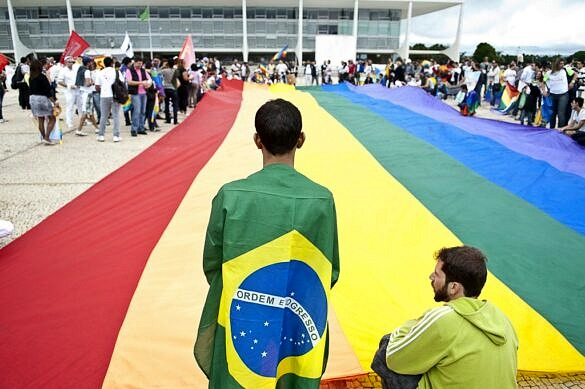 Manifestantes LGBTQ+ ocupam a Praça dos Três Poderes, em Brasília (Foto: Marcello Casal Jr.   Agência Brasil)