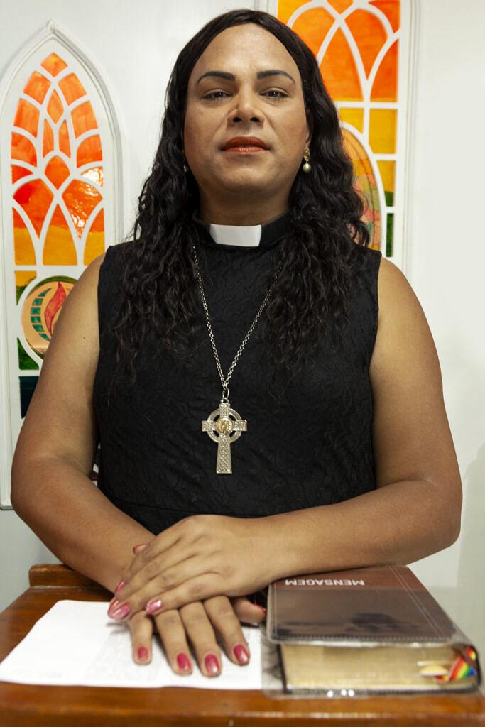 Pela Igreja da Comunidade Metropolitana (ICM), Alexya Salvador se tornou a primeira reverenda transexual da América Latina (Foto: Rafael Monteiro | Revista Híbrida)
