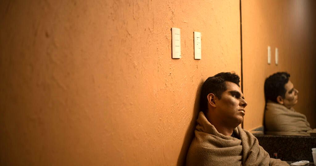 Ítalo Lopes é Karolaynne Carton n'As Travestidas (Foto: Theo Tajes | Revista Híbrida)