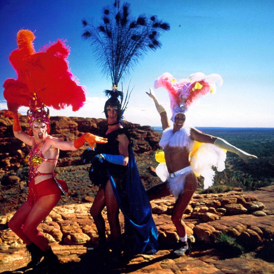 """Clássico imortal da cultura camp, """"Priscila, a Rainha do Deserto"""" foi uma das referências que inspirou """"Alice Júnior"""" (Foto: Divulgação)"""