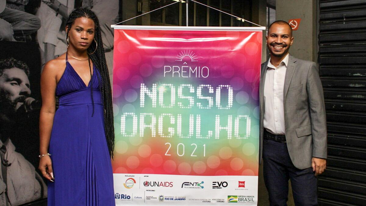 Thaylla Vargga e Felipe Martins, os apresentadores do Prêmio Nosso Orgulho 2021 (Foto: Blinia Messias/Prêmio Nosso Orgulho)
