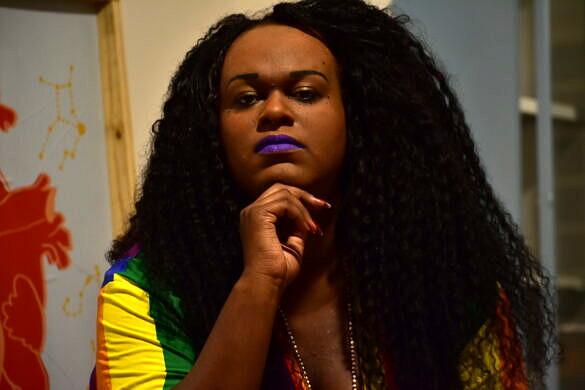 """Benny Briolly, a primeira vereadora trans de Niterói, deixou o Brasil após receber emails com seu endereço e menção à """"metralhadora de Ronnie Lessa"""", assassino de Marielle Franco (Foto: Carol Burgos)"""
