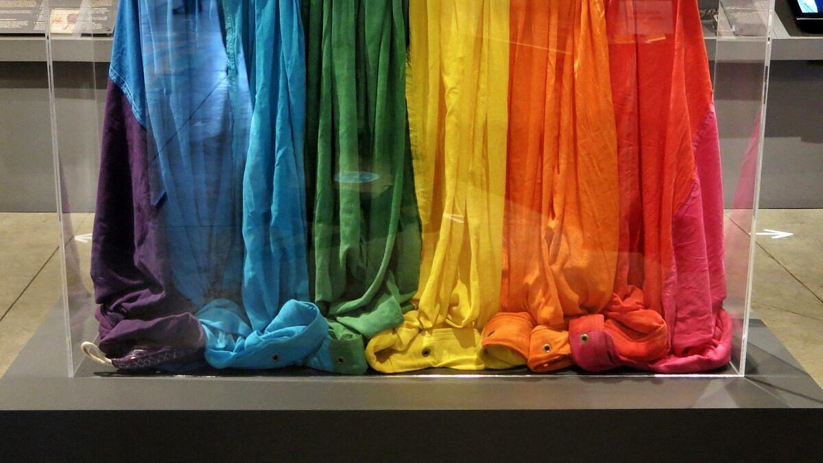 Bandeira original do arco-íris é reencontrada depois de 43 anos