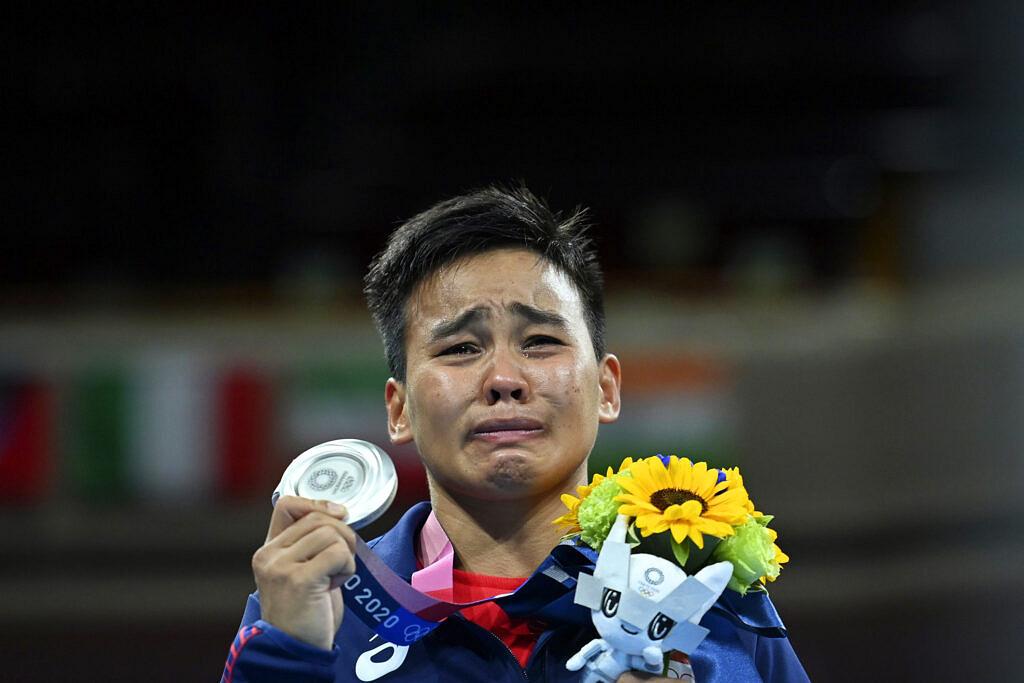 Com a prata, Nesthy Petecio se torna a primeira filipina a vencer uma medalha pelo boxe nos Jogos Olímpicos (Foto: AP | Luis Robayo)